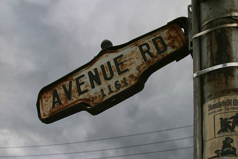 Avenue Road sign    (click for previous picture)