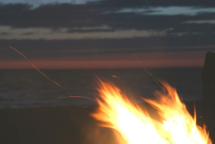 Beach flames    (click for previous picture)
