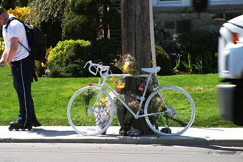 Cyclist memorial 2    (click for previous picture)