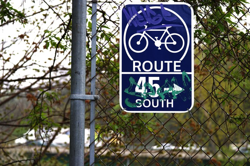 Toronto Bikepath Route 45 south    (click for previous picture)