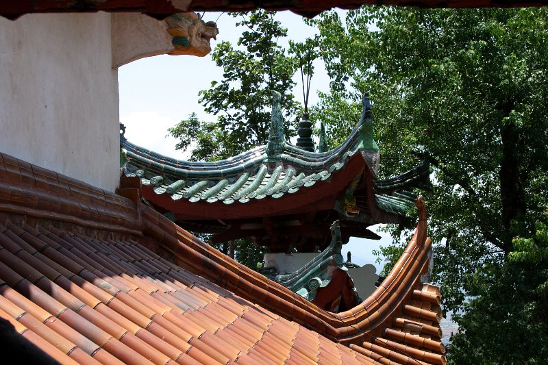 Suxian Mountain monastery roof    (click for previous picture)