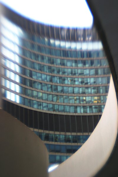 Toronto city hall    (click for previous picture)