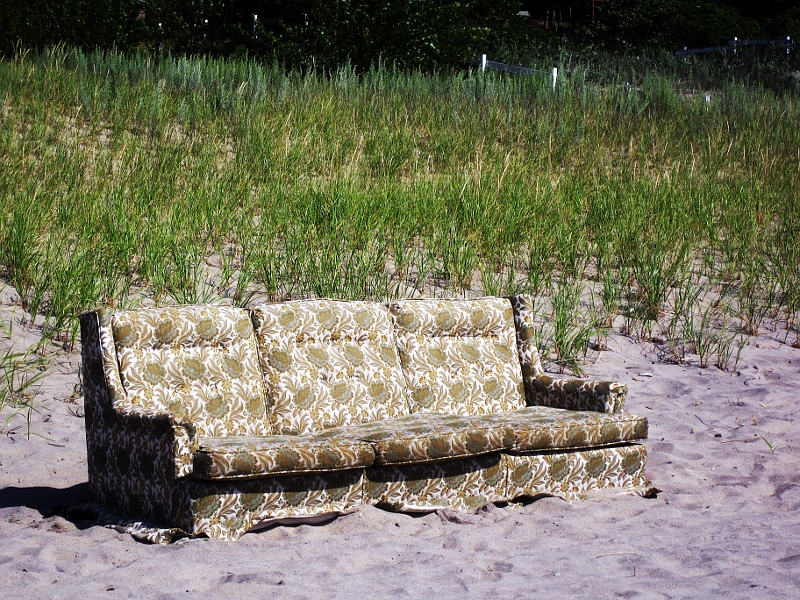 Beach couch    (click for previous picture)