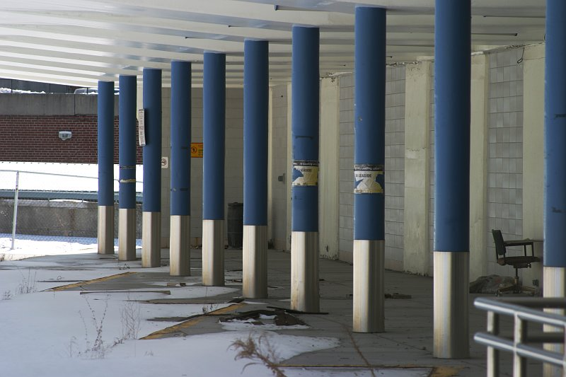 Eglinton Station pillars    (click for previous picture)