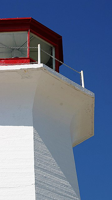 Lighthouse close up    (click for previous picture)