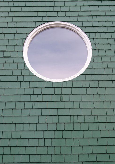 Round window    (click for previous picture)