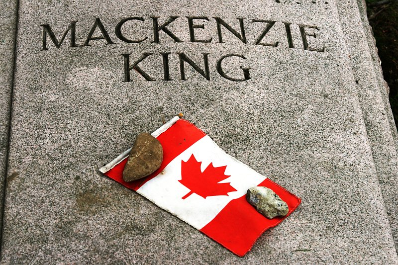 Mackenzie King    (click for previous picture)