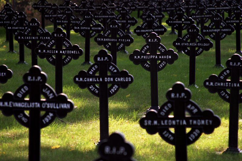 Mount Hope crosses    (click for previous picture)