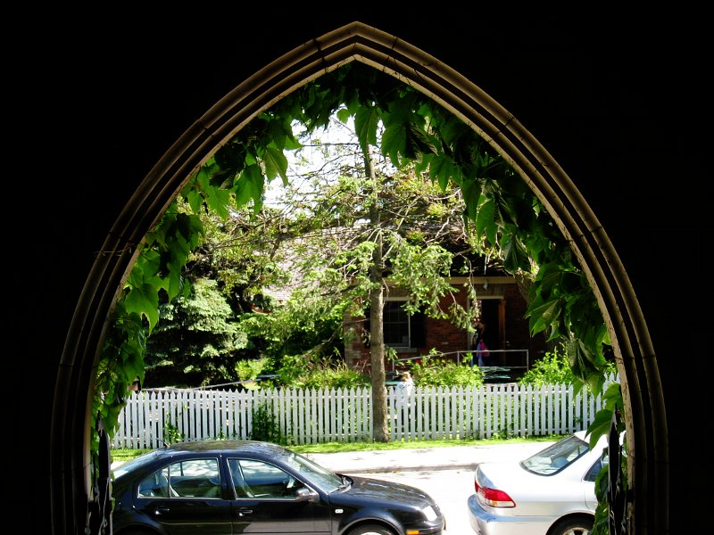 Toronto Necropolis Arch    (click for previous picture)