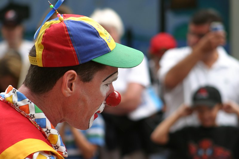 Sparks Street Busker Clown    (click for previous picture)