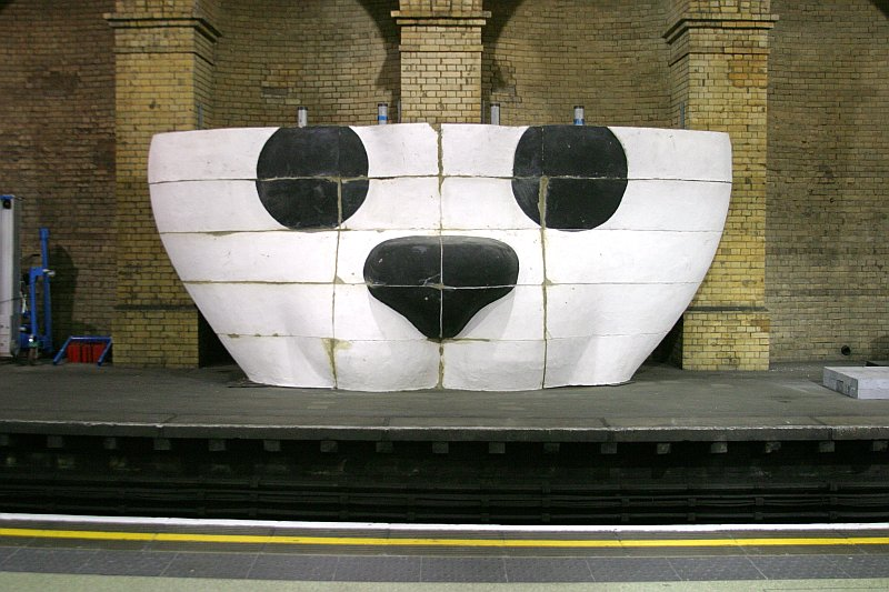 Gloucester Road Underground Panda    (click for previous picture)