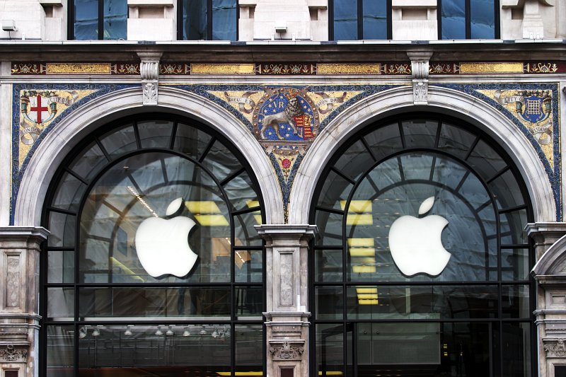 london Apple Store    (click for previous picture)