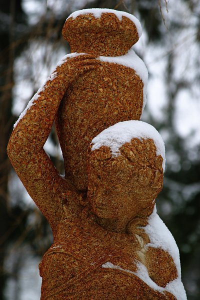 Winter statue 2    (click for previous picture)